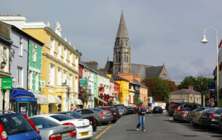 "Explore great small towns and meet friendly locals on the ""Go West"" tour of Ireland"